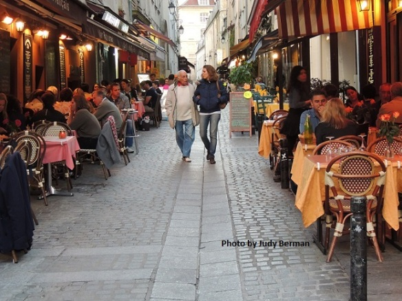 Cafes along rue Mouffetard