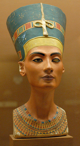 Queen Nefertiti bus from the Berlin museum